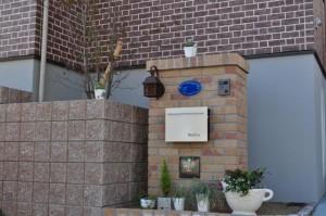 ガーデンルームとタイルテラス